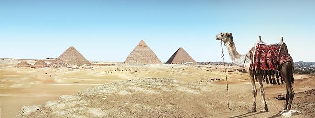 Pyramídy v Gíze.jpg
