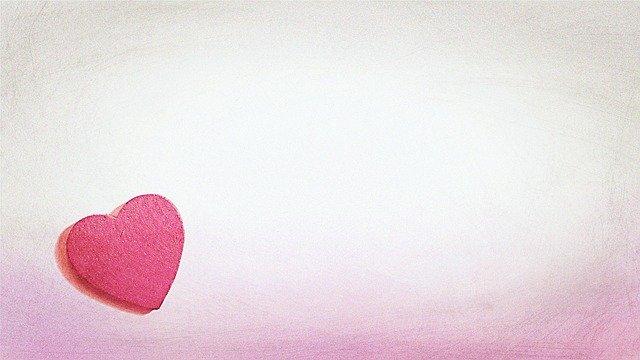 Romantické svadobné oznámenie s nalepeným srdcom.jpg