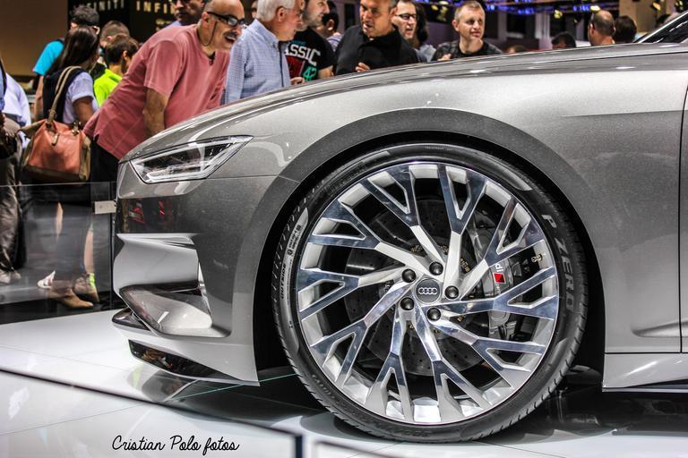 Strieborné auto, predná časť, koleso, štýlový disk