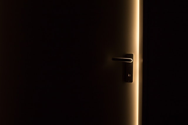 Pootvorené dvere v byte